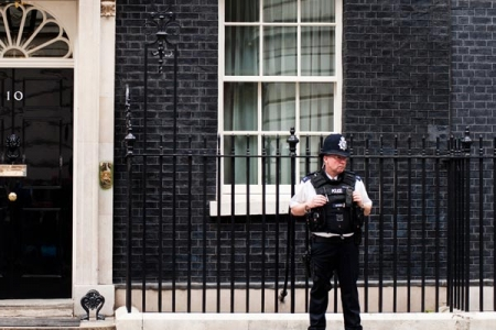 Policeman standing in front of Number 10 Downing Street